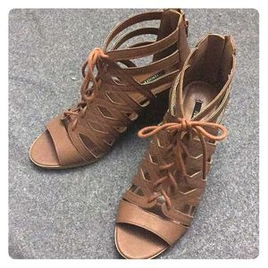 Shoes - Taupe Lace up booties
